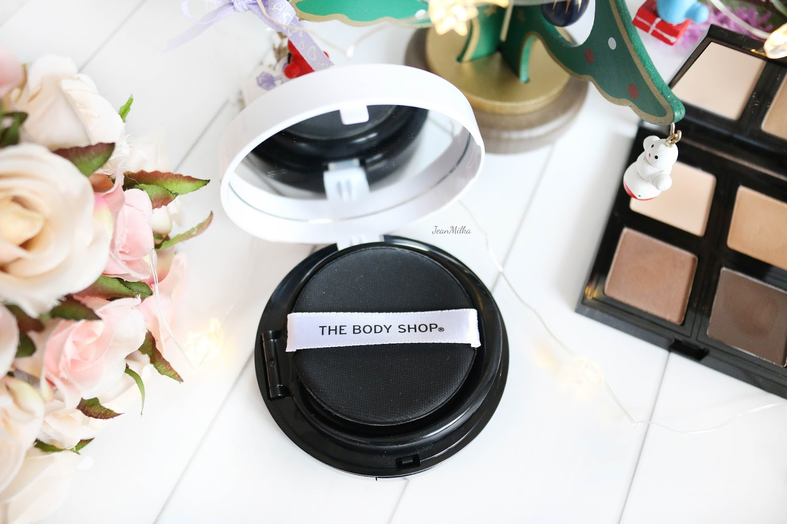 the body shop, body shop, body shop indonesia, the body shop indonesia, makeup natal, makeup, the body shop makeup, makeup collection, christmas makeup, the body shop makeup review, cushion, the body shop cushion, fresh nude cushion foundation, cushion foundation