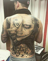 Tatuaje de The Joker Heath Ledger gigante en la espalda