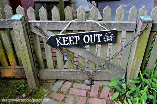 diy skull and cross bones sign