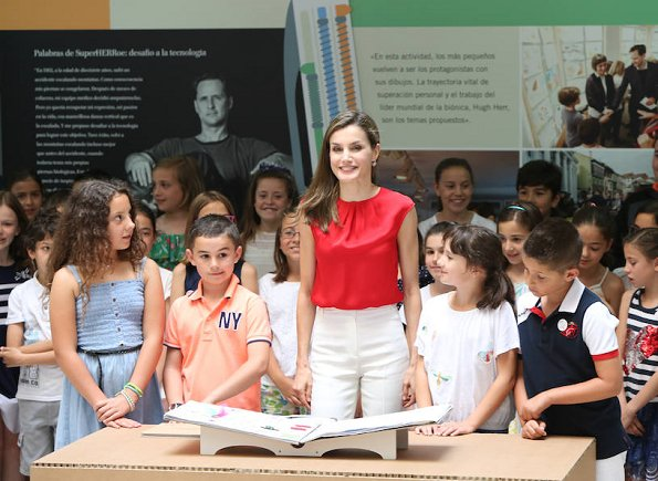 Queen Letizia wore Dutti Trousers, Carolina Herrera red satin blouse, and Mango perforated design sandals. carried Uterque snakeskin clutch (Summer 2013 collection)