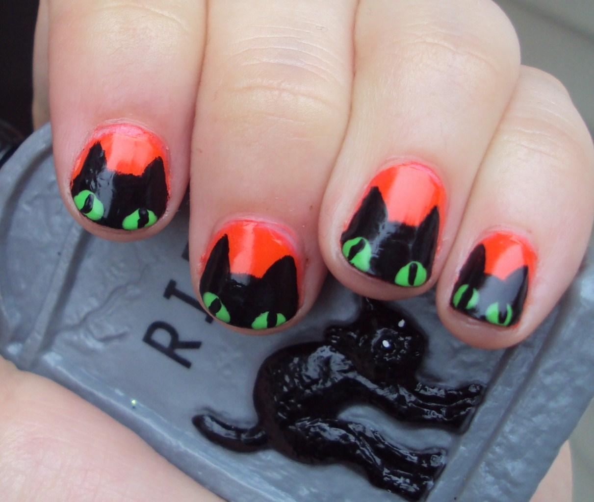 10 Terrifying Black Cat Halloween Fingernail Designs