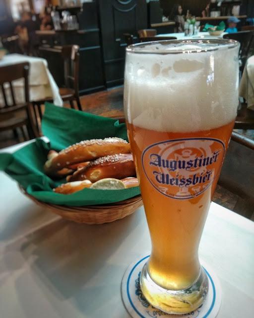 Augustiner Munich cerveza Brezel