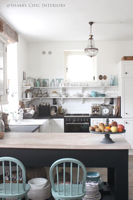 Cambio di colore benvenuto nero shabby chic interiors for Accessori cucina shabby