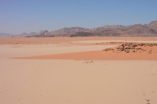 Réserve naturelle du Wadi Rum vue d'une montgolfiere