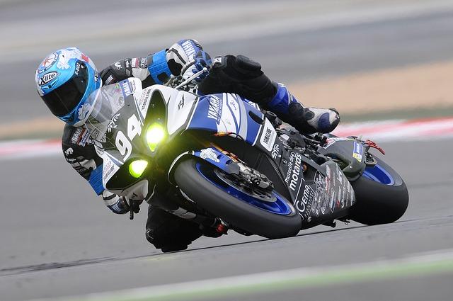 motorcycle racer 597913 640