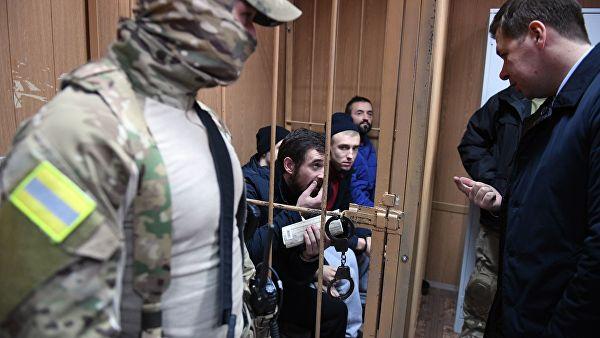 Украинских моряков в суде Москвы встречали аплодисментами