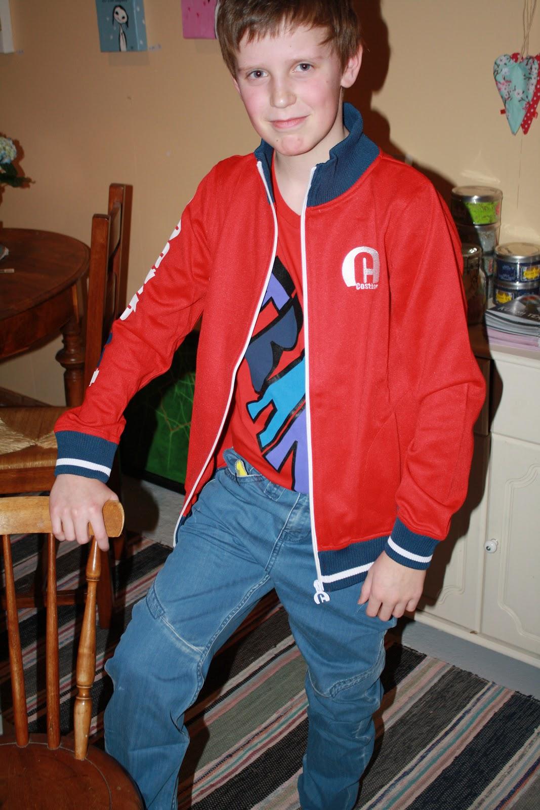 2fe731ef sporty gutt i kule klær fra Cost bart. ,. cardigan til gutter er inn som  aldri før, tøft m/t-skjorte innom