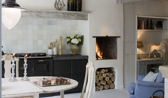 Farmhouse style kitchen (found on Hello Lovely)