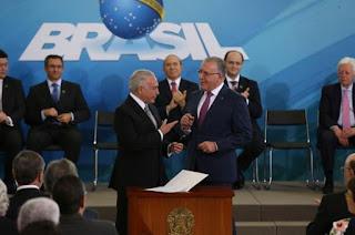 http://vnoticia.com.br/noticia/2617-reajuste-do-bolsa-familia-pode-ser-anunciado-em-abril-ou-maio-diz-novo-ministro