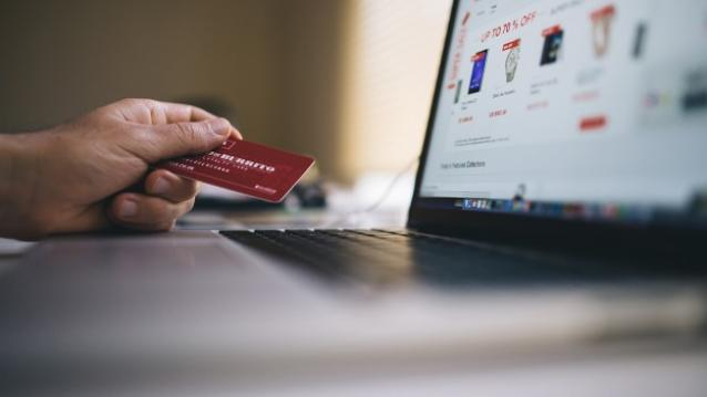 Online-payment-credit-card-deals-shopping-ecommerce-Techfoogle-720-624x351