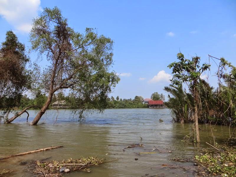 Река Сураттани