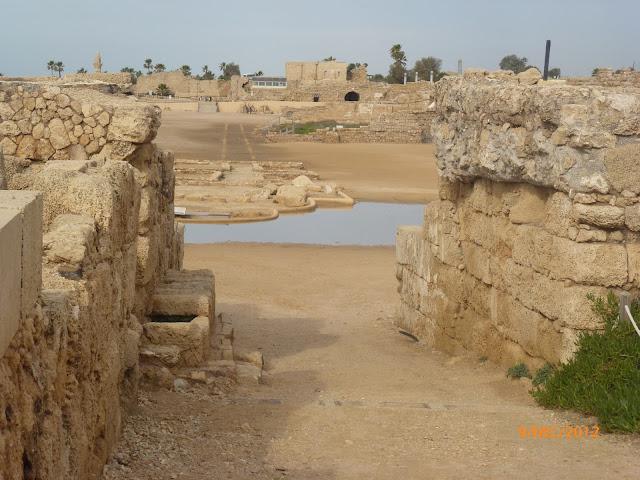 קיסריה העתיקה על חוף הים