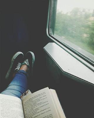 leyendo en el carro