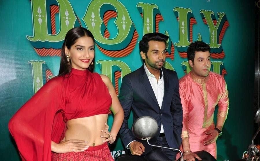 Sonam Kapoor Stills, Sonam Kapoor Hot Navel HD Pics from Dolly ki Doli