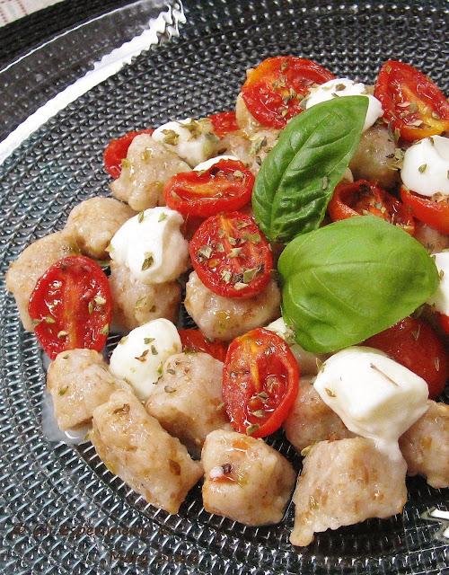 Gnocchi Integrali all'Acqua con Mozzarella di bufala e Pomodorini Confit