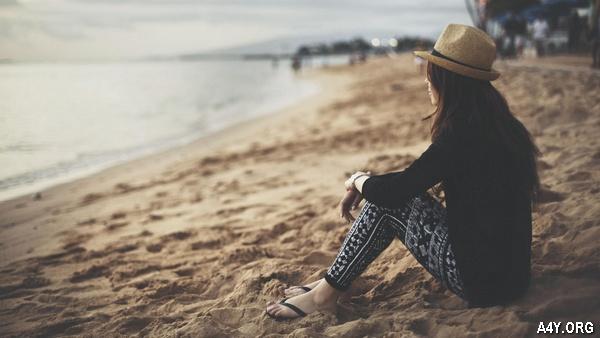 ngồi ngắm biển 1 mình