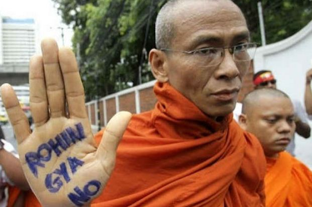 Sekelompok Penganut Budha Ekstrim Myanmar Membubarkan Acara Maulid Secara Paksa. Lihatlah Begitu Kejamnya Mereka