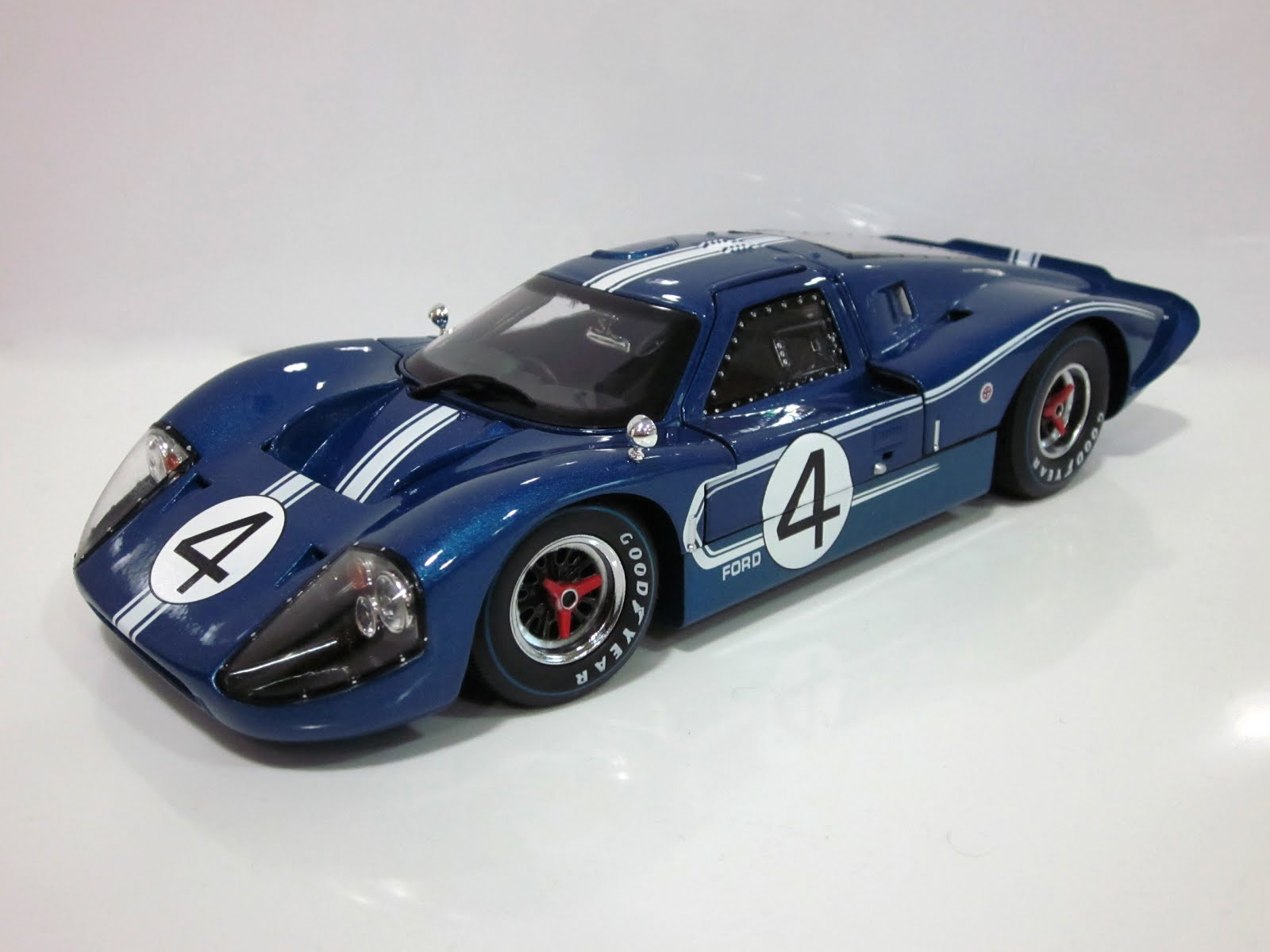 Ford GT40 Mk IV J-08 '67 - Shelby Collectibles