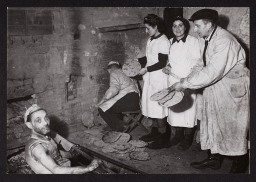 These 32 Pictures Had Been Buried For Years. The Reason Is Heart-Breaking - 1940: Baking Flat Bread