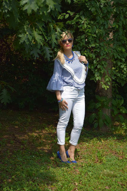 jeans skinny bianchi outfit jeans bianchi come abbinare i jeans bianchi abbinamenti jeans bianchi mariafelicia magno fashion blogger colorblock by felym fashion blog italiani fashion blogger italiane blog di moda blogger italiane outfit estivi outfit giugno
