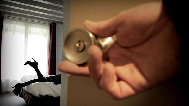 Polda Jatim Tangkap Satu Lagi Muncikari Artis Prostitusi Online Berinisial W