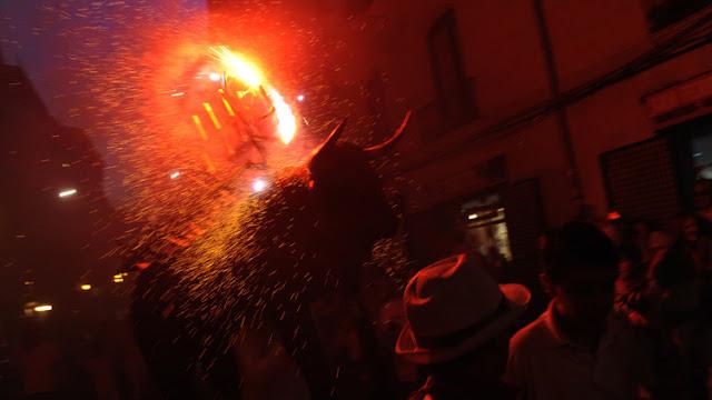 Una estudiante de fotografía es agredida por aficionados taurinos en España