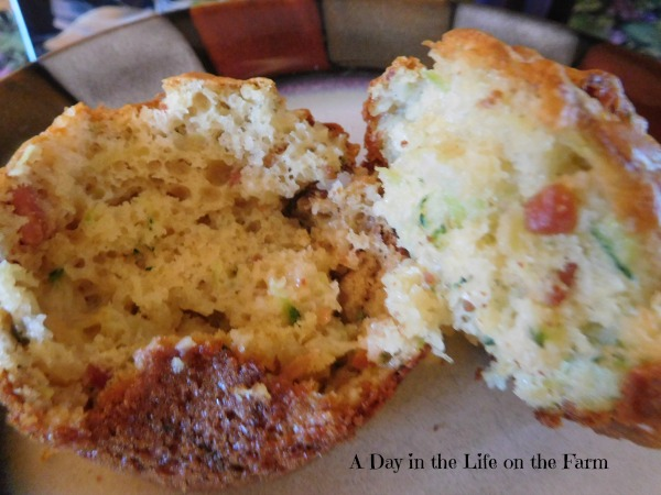 ... Life on the Farm: Spicy Zucchini Bacon Cheese Muffins ~~ #MuffinMonday