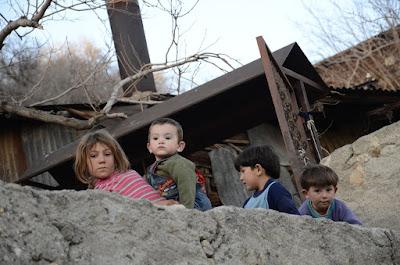 szegénység, Románia, mélyszegénység, szociális gondozás, gazdaság, család, gyermekkor