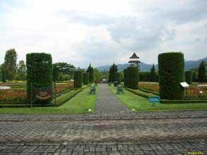 Macam Taman Taman Sebagai Tempat Wisata Cianjur Yang Cukup Populer