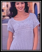 letnii pulover s korotkim rukavom svyazannii spicami so shemoi uzora i opisaniem vyazaniya
