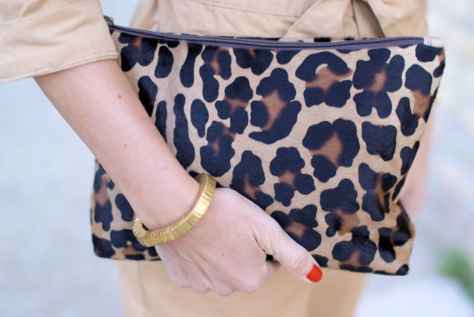 Leopard clutch on Fashion and Cookies fashion blog, fashion blogger style