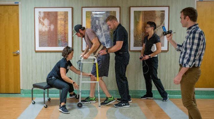 Incredibile: Paraplegico riesce a camminare con un piccolo elettrodo.