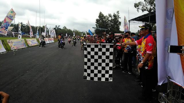 Ribuan Penonton Serta Pedagang Asongan Tumpah Ruah Saksikan Road Race Bupati PALI Cup 3018