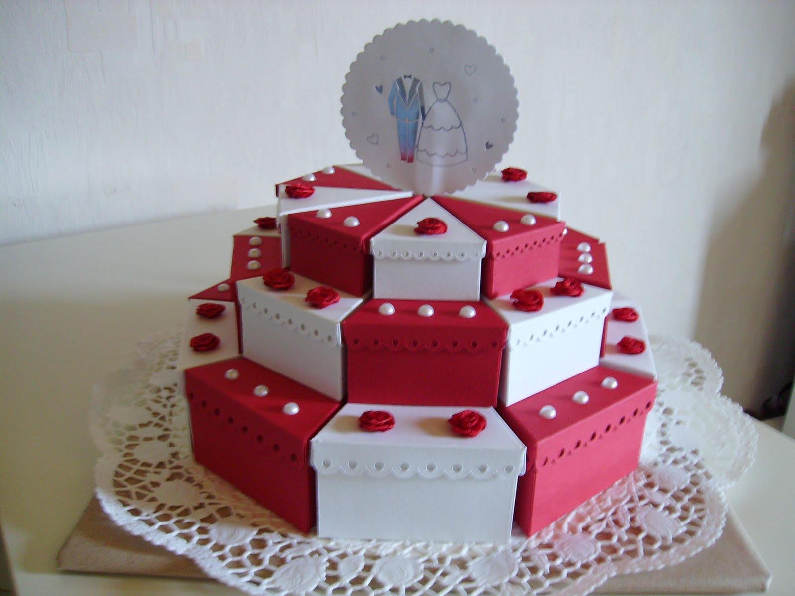 Crearah Eine 3 Stockige Hochzeitstorte