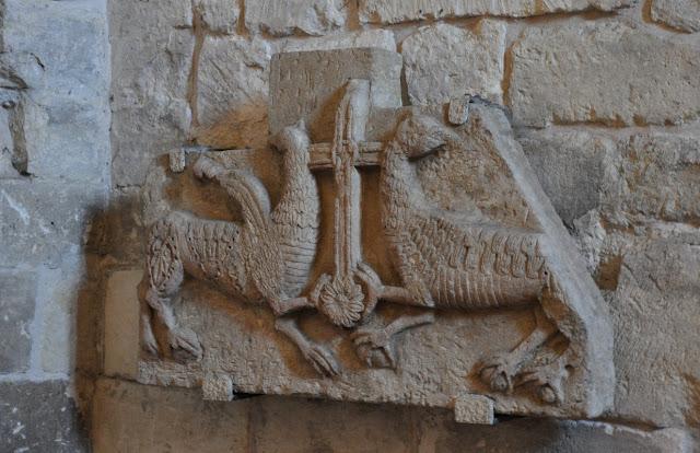 Kolegiata wiślicka - romański detal kamienny - fragment tympanonu (?)