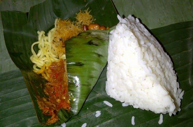 Nasi Jinggo, nasi kucing ala Bali yang sama enaknya tapi juga sama sekepal tangan