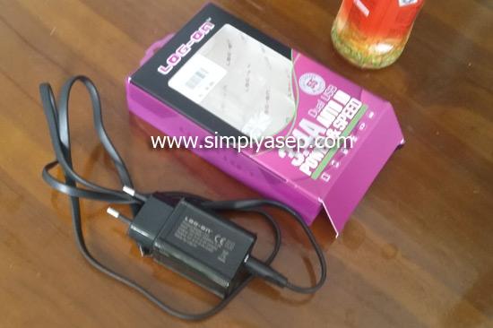 CHARGER  : Ini adalah salah satu charger yang saya beli di salah satu toko ponsel di Tanggerang (Banten) akhir Bulan Desember 2017 yang lalu.  Foto Asep Haryono