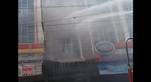 Toko Sepatu CS di Jalan Adam Malik Siantar, Terbakar [Video]