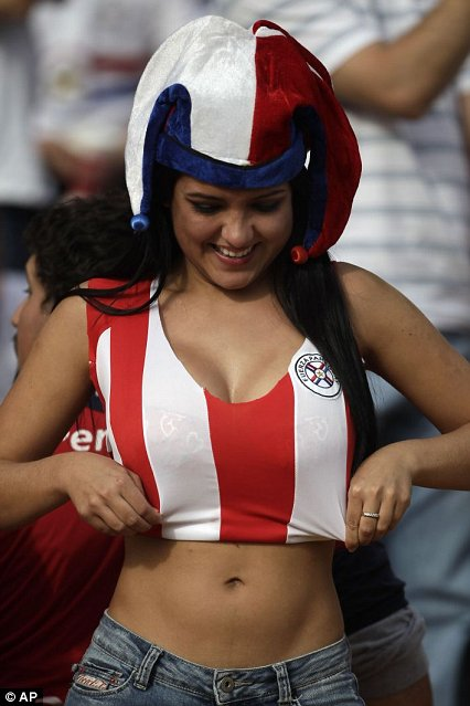 Hot poonam pandey cheers for fifa world cup - 5 4