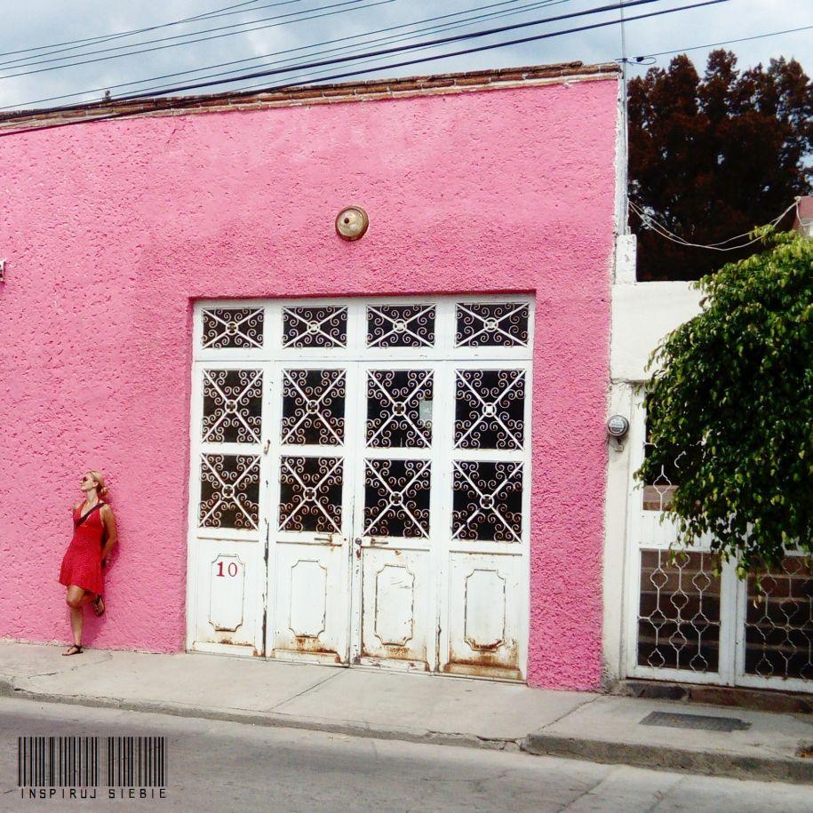 dziewczyna w Meksyku, polish girl,  blondynka, blondynki, polish blogger, blog Lublin, blogerka Lublin, Meksyk, Mexico, meksykańskie miasteczko, mexican city, San Jose Iturbide, pink wall, różowa ściana, girl on the wall, Anita on the wall, dziewczyna na ścianie