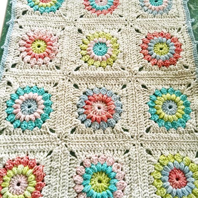 Little Woollie Chunky Sunburst Granny Blanket