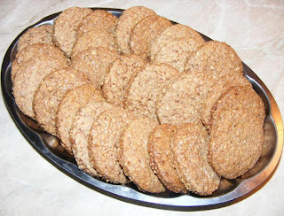 biscuiti cu tarate de ovaz, biscuite, retete biscuiti, reteta biscuiti, biscuiri de casa, dulciuri, biscuiti cu scortisoara, biscuiti digestivi, biscuiti cu unt, deserturi, biscuiti cu cereale, biscuiti cu ovaz, biscuiti crocanti, retete cofetarie, retete patiserie, prajituri, biscuiti fragezi, biscuiti cu lapte, aluat de biscuiti, cum facem biscuiti de casa,