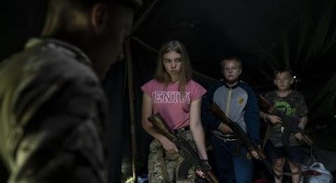Hosszú háborúra készülnek?! Gyermekkatonákat képeznek ki az ukránok