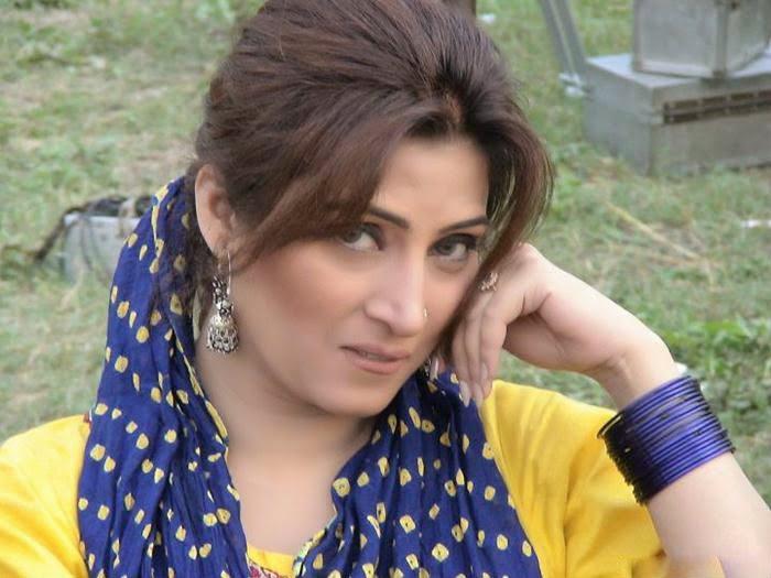 Pakistani Hot Mujra Hina Shaheen Big Boobs Show Mujra -4303