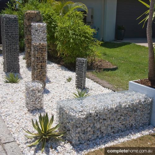 Desain taman lebih unik dengan bronjong batu
