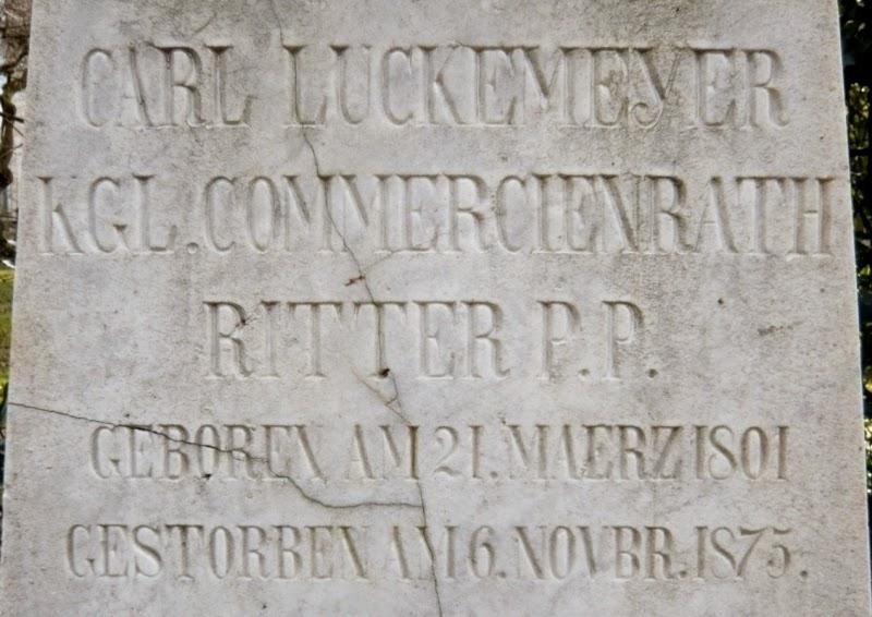 Inschrift an der Stele des Familiengrabes zu Carl Luckemeyer