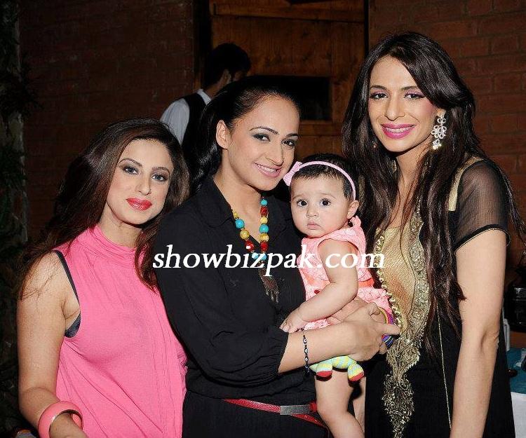 Pakistani Showbiz Actress Noor Daughter