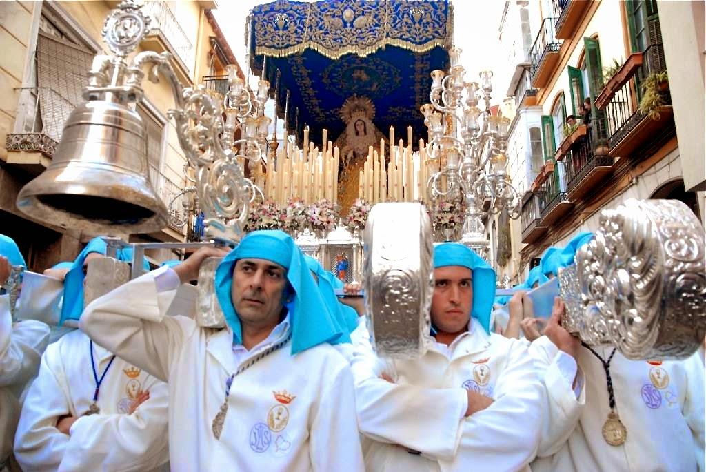 costaleros, Malaga, processies, Maria-en Christustronen, Spanje Semana Santa Malaga, Goede Week processies, gast Antonio Banderas, optochten met heiligenbeelden,april, Malaga's grootste evenement, indrukwekkende blinkende tronen,