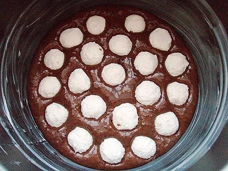 Шоколадный пирог с творожными шариками фото рецепт