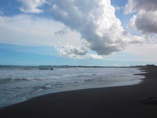 http://www.teluklove.com/2017/02/pesona-keindahan-wisata-pantai-lembeng.html